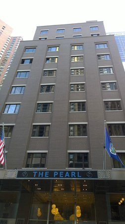 The Pearl Hotel: Hotel fasade from 49th street