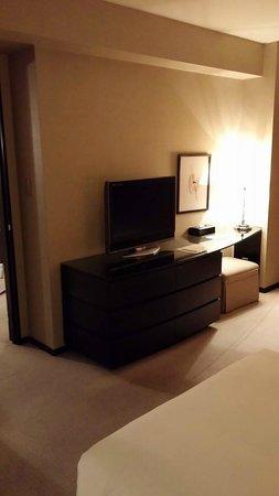 Hyatt Regency Osaka : TV in bedroom