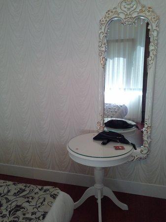 Alyon Hotel: room