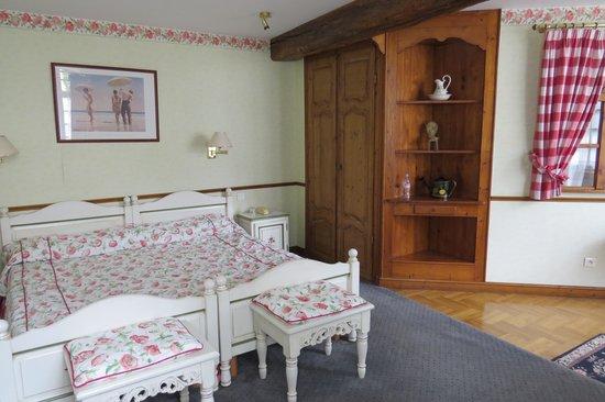 Najeti Hôtel Château Cléry : Our stable room