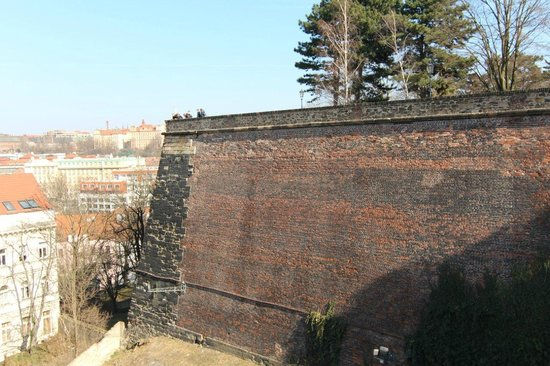 Nationales Kulturdenkmal Vyšehrad: Стены Вышеграда
