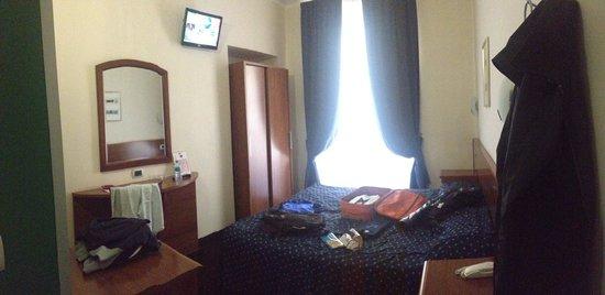 Hotel Urbani : Camera 203, ottima!