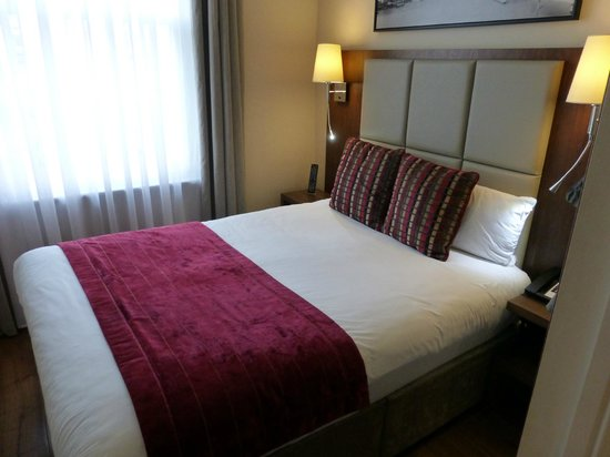 The Belgrave: Bett mit einer Oversize-Decke