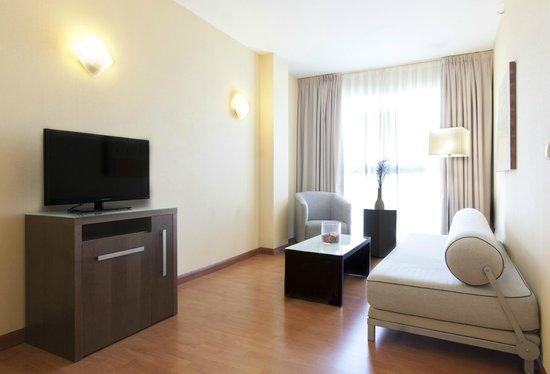 Hotel Vertice Sevilla: Salón de Junior Suite Confort