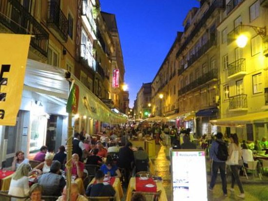 Hotel Mundial : Evening Street Scene Just A Short Walk From the Hotel