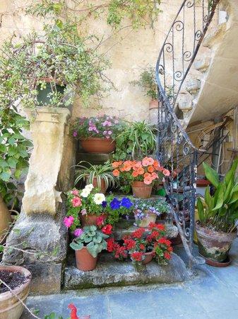 Casa Rocca Piccola: the courtyard