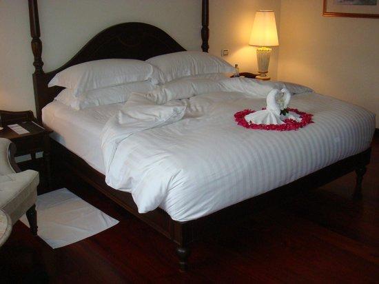 Sofitel Krabi Phokeethra Golf & Spa Resort : Découverte de notre King size bed le jour d'arrivée +++