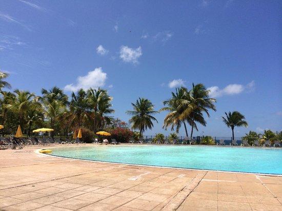 Pierre & Vacances Village Club Sainte-Anne: La piscine... Juste magique