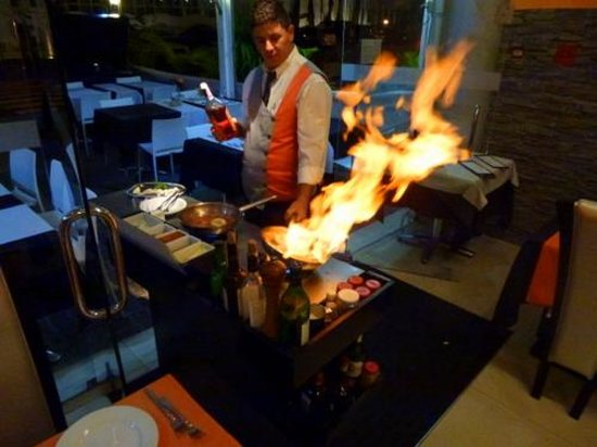 Melia Madeira Mare Resort & Spa: Flambeed Curry Made Tableside