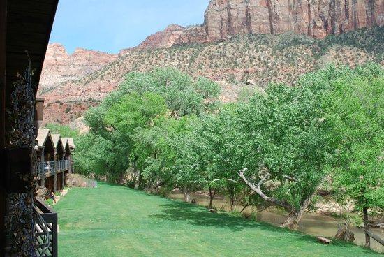 Desert Pearl Inn: Deck View