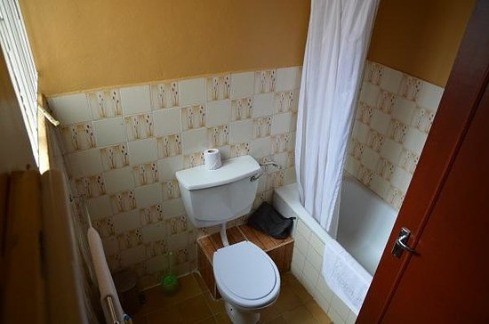 Gracehouse Resort: Double Room Bathroom