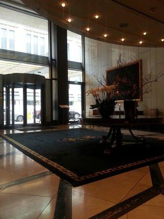 Breidenbacher Hof, a Capella Hotel: اللوبي