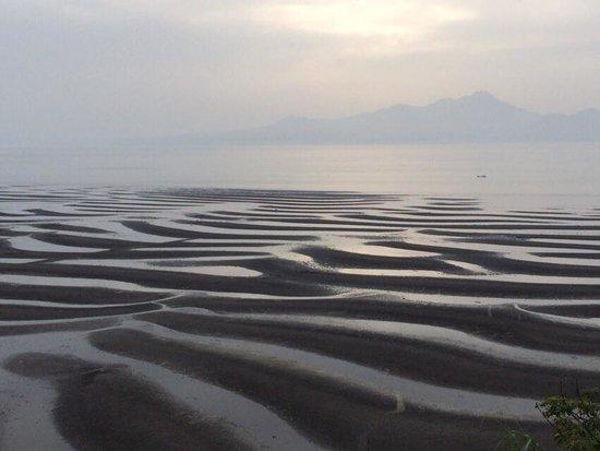 Okoshiki Beach: 快晴でない時の干潮時