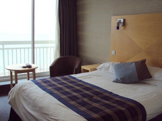 Best Western Palace Hotel & Casino : room with sea view it worth to see the amazing sunrise!!!