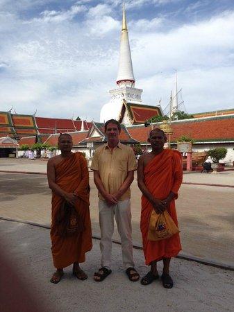 Phra Mahathat Woramaha Wiharn: alte und neue Freundschaften