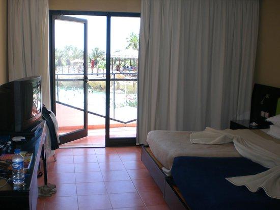 SENTIDO Phenicia: la chambre vu sur la piscine