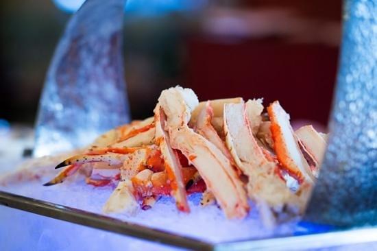 Pullman Bangkok Grande Sukhumvit: king crab legs on Seafood buffet