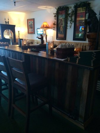 Lemon Wolf Cafe : We now have a full bar!