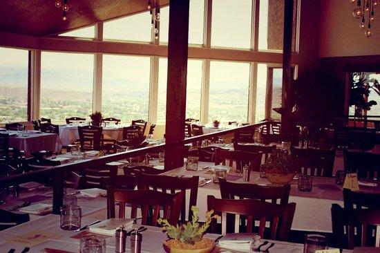 Cliffside Restaurant: Dining Room Set Up For A Banquet
