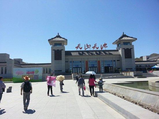 Tianshan Tianchi Lake : Entrance of the Tian Shan Lake