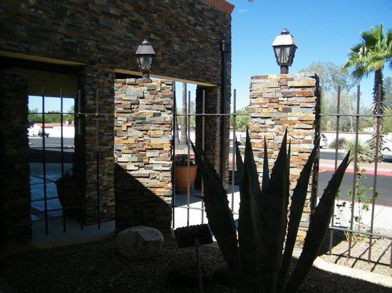 La Quinta Inn & Suites Tucson - Reid Park: exterior