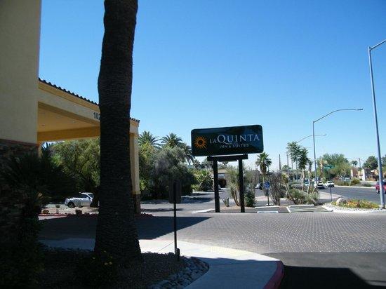 La Quinta Inn & Suites Tucson - Reid Park : exterior