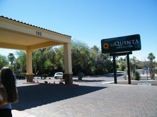 La Quinta Inn & Suites Tucson - Reid Park : exterior signage