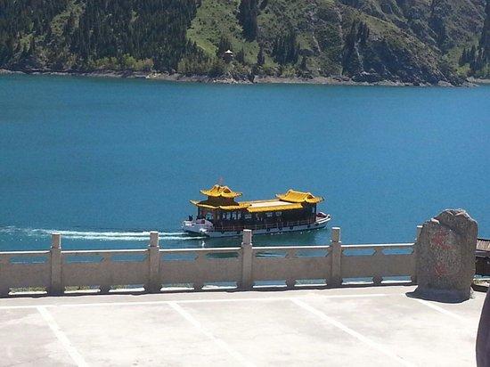 Tianshan Tianchi Lake : Boat at Tian Shan lake