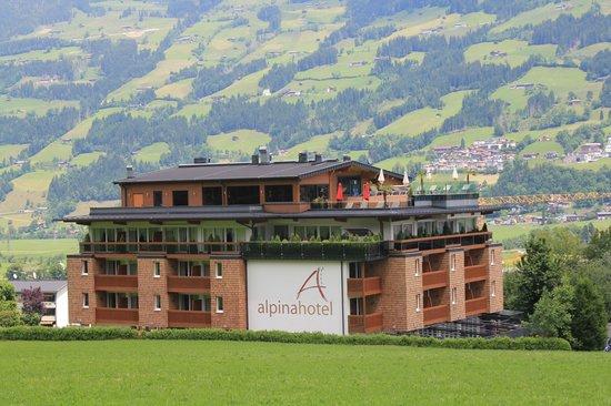 Alpina Zillertal: Die tolle Lage des Hotels mit seinem Penthouse Spa