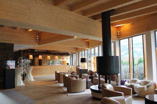 Alpina Zillertal: Die Hotellobby