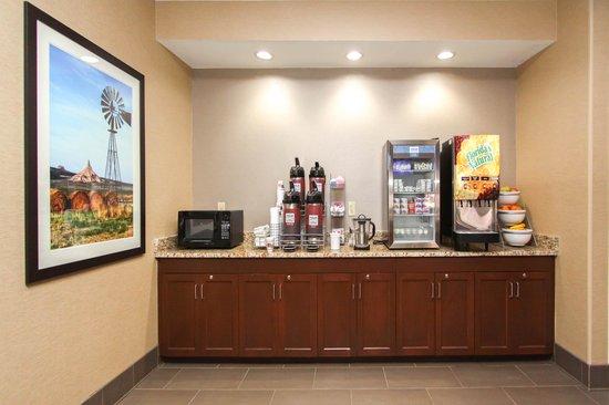 Comfort Suites University: Breakfast Bar