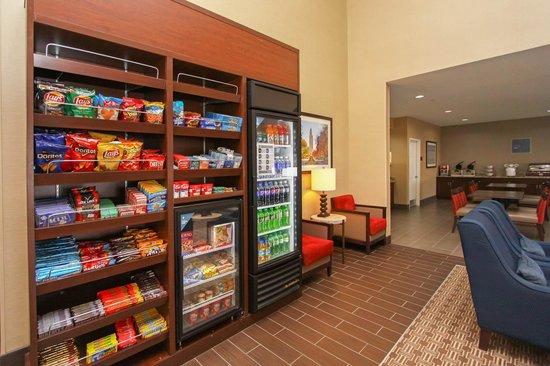 Comfort Suites University: Marketplace