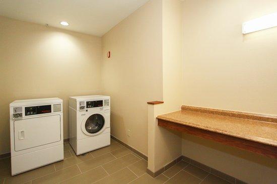 Comfort Suites University: Guest Laundry