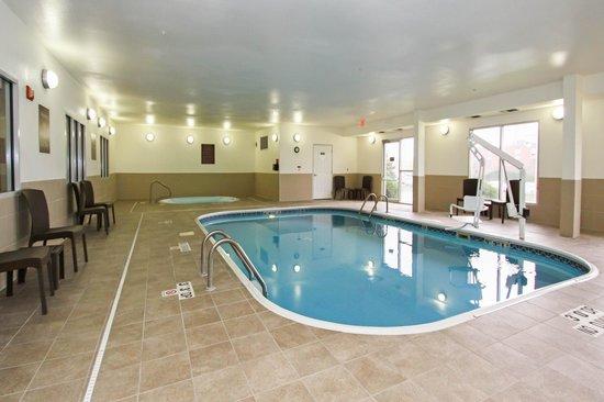 Comfort Suites University: Pool