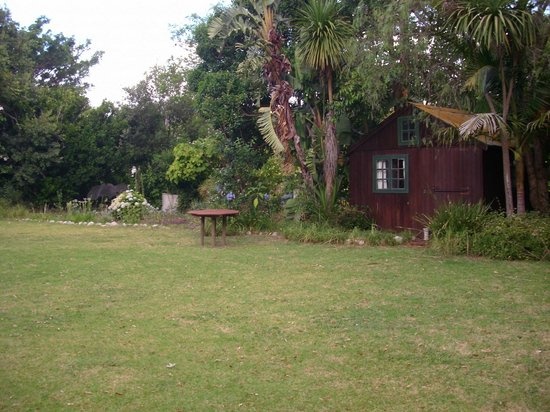 Swellendam Backpackers Adventure Lodge: A garden cabin