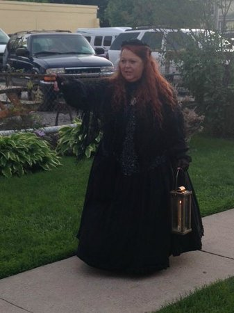 Gettysburg Ghost Tours: Spooky leading our tour