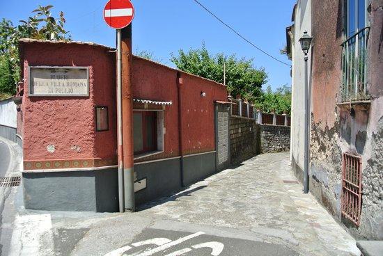 Bagni della Regina Giovanna: The alley way