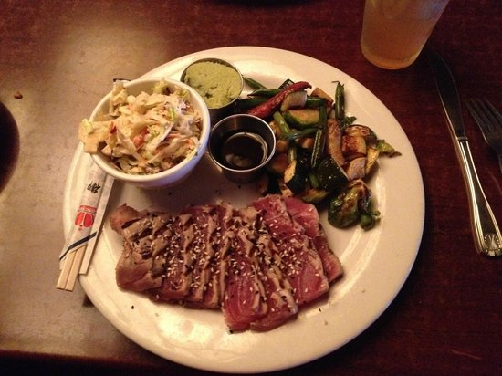 Rock'N Fish : Seared Wild Ahi Tuna w/ Cole Slaw and Seasonal Vegetables