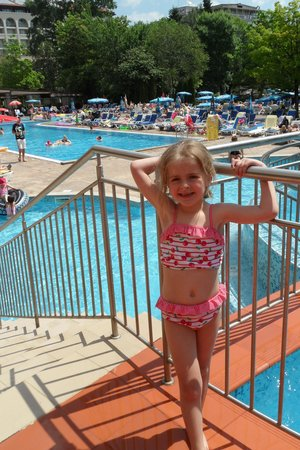 Laguna Park Hotel: daughter infront of pool
