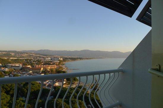 Fantasia Hotel De Luxe Kusadasi: Balcony in room