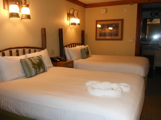 Disney's Port Orleans Resort - Riverside: Riverside bedroom