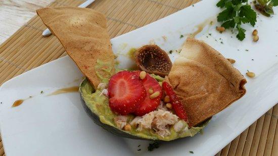 Sea Side Restaurant: салат авокадо с крабом, инжиром и клубникой