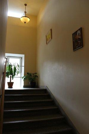 Nevsky Hotel Grand: Лестница в отеле