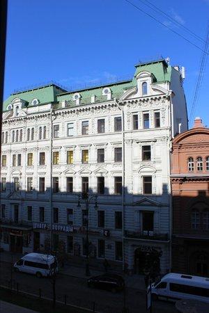 Nevsky Hotel Grand: Вид из окна на третьем этаже