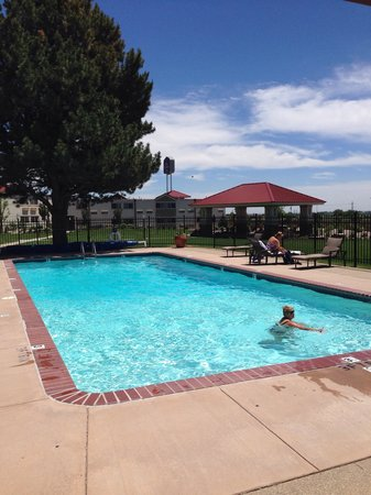 Best Western Plus Crossroads Inn & Conference Center: Awesome outdoor pool