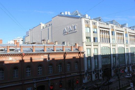 Nevsky Hotel Grand : Вид из окна на третьем этаже