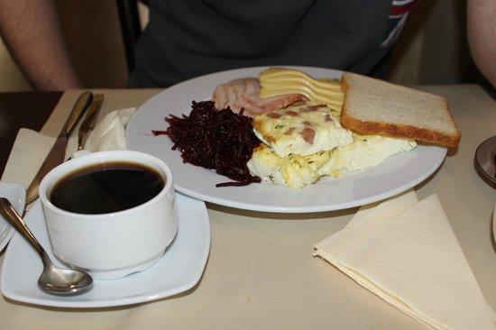 Nevsky Hotel Grand : Кое-что из завтрака (весьма стандартное)