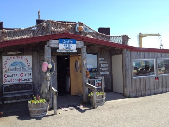 Griff's On The Dock: Griff'sn in Port Orford
