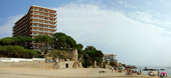 Hotel Costa Brava: view from beach