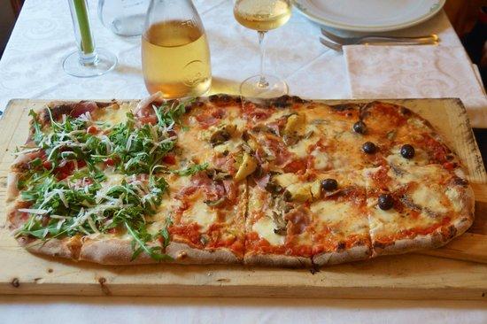 Vittoria: Half a metre of pizza